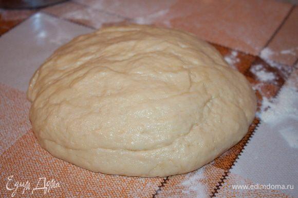 Замесить тесто, но не очень круто.