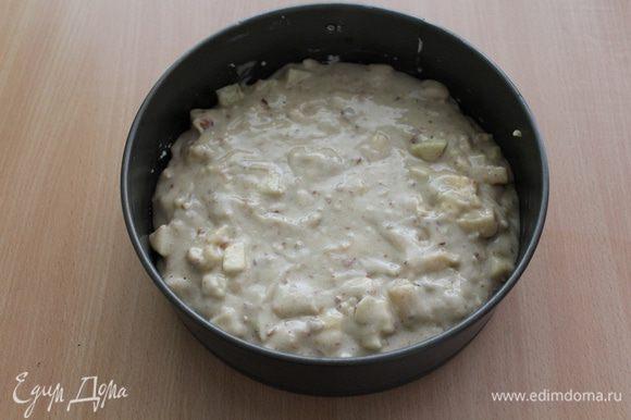 Выложить тесто в смазанную форму 20 см.
