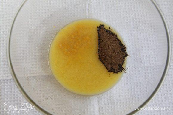 Растопить масло (можно в СВЧ), добавить мёд, цедру лимонов, корицу.