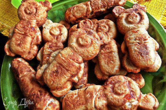 По вкусу мишки напоминают кексы, можно попробовать и в формочках для кексов испечь, у кого нет такой железной формы.