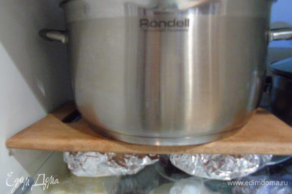 Ставим в холодильник под пресс, я для этого использовала кастрюлю с борщом))