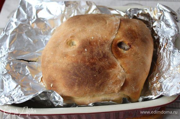 Запекать при 180°C в течение 2 часов. Если тесто будет быстро румяниться, прикройте его краями фольги.