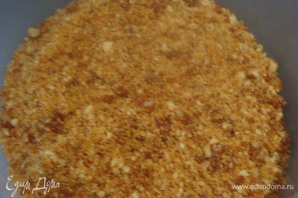 Карамель измельчить в крошку (50 грамм измельченной карамели оставить на украшение).