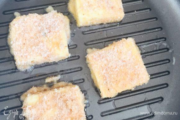 Затем обмокать в кляре и панировочных сухарях и обжарить на большом огне по 2 минуты с каждой стороны. Приятного аппетита!