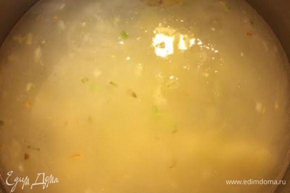Залить горячей водой и варить минут 5.