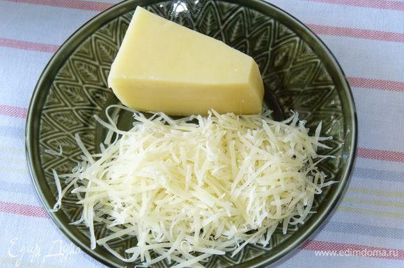 Натереть сыр на терке. Добавить к салату.