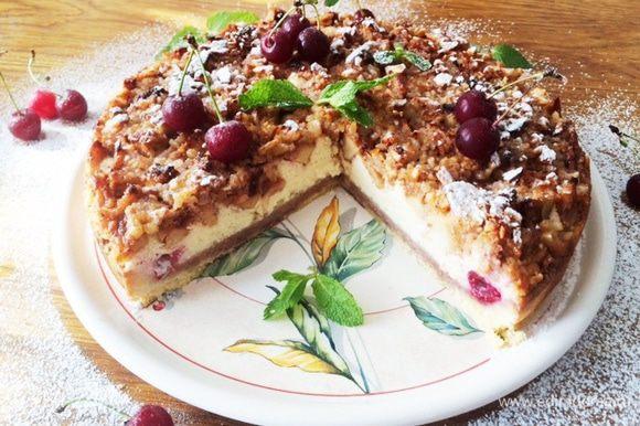 """Отчет писать некогда, вот иногда вклиниваю в свои рецепты благодарность авторам. Очень часто пеку по Ирочкиному (burro.salvia) рецепту """"Баварский яблочный торт"""" http://www.edimdoma.ru/retsepty/60222-bavarskiy-yablochnyy-tort. Выручает когда нужен вкусный, но не хлопотливый по приготовлению торт. Запекается все сразу, и торт готов. Кто не пробовал, настоятельно рекомендую. В таком виде пекла на Троицу. Опять же, даже здесь я использовала свежую вишню (ну люблю ее очень)."""