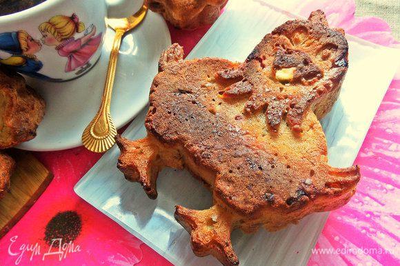 В форме с петушком кекс был готов через 20 минут, там кекс был ниже.