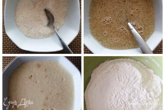 Сахар смешать с дрожжами, залить теплой водой и оставить минут на 15 до появления «шапочки». Просеиваем муку. Сразу хочу отметить, что муки может понадобится и больше, все зависит от самой муки, от размера яиц и от количества масла в ложке.