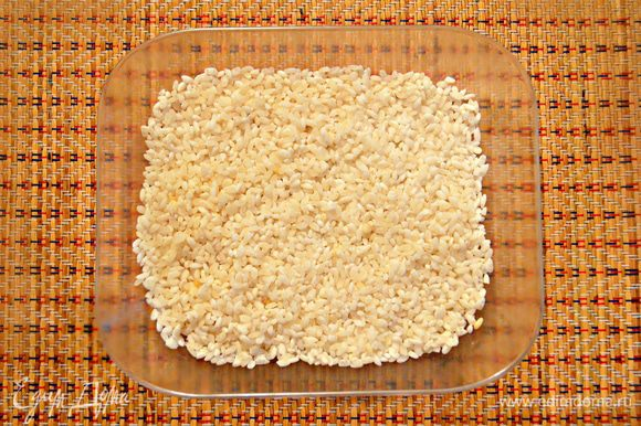Рис тщательно промыть в нескольких водах. Я использовала обычный, непропаренный рис.