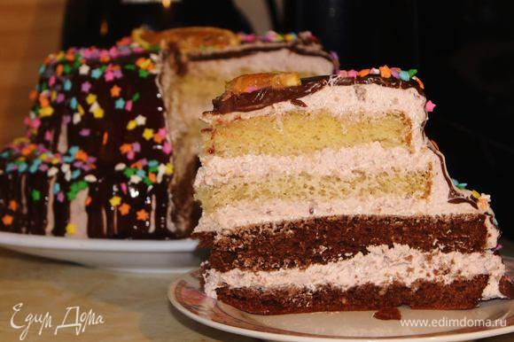 Торт очень нежный, тающий во рту.