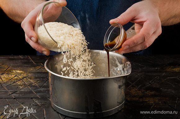 Предварительно рис вымачиваем в воде 20 минут, после чего промываем и засыпаем в кастрюлю с молоком.