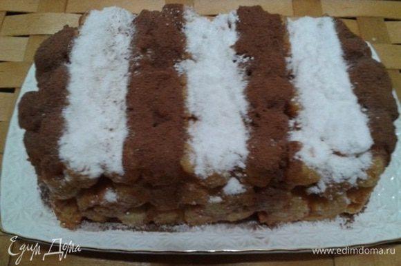 Украсить какао и сахарной пудрой. Я в этом варианте использовала какао несквик.