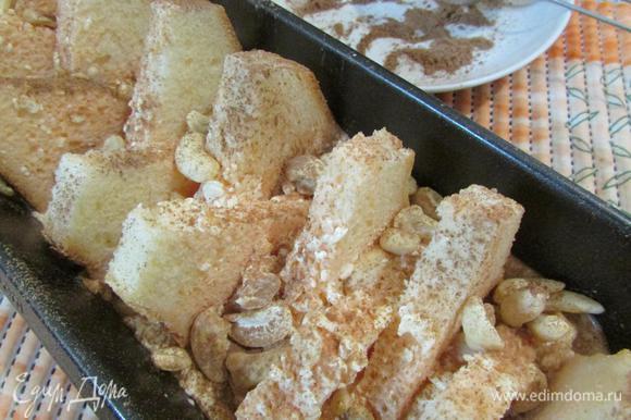 Посыпать хлеб корицей и орехами. Отправить форму с хлебом в разогретую духовку (180°С). Выпекать 20 — 40 минут.