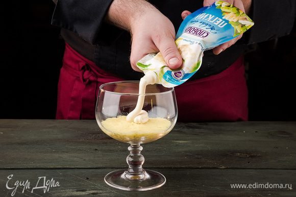 Выкладываем слой картофеля, смазываем майонезом ТМ «Слобода» Легкий.