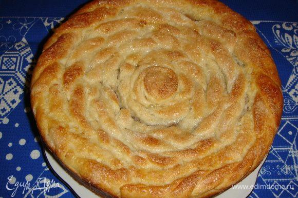 Выпекать пирог при температуре 180°С минут 45 — 50, до золотистого цвета.