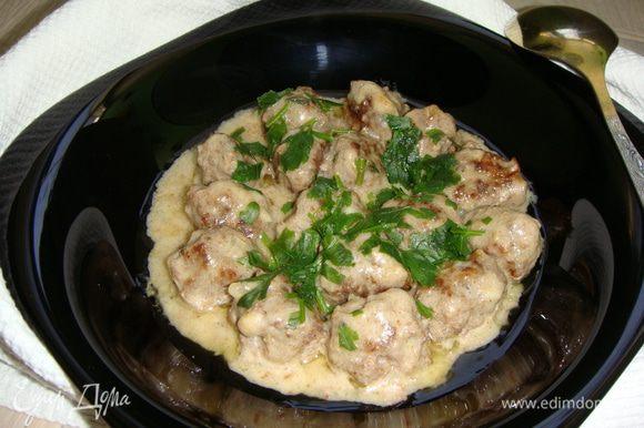 Готовые мясные шарики подавать горячими с картошкой. Приятного аппетита !