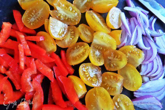 Для салата нарезать овощи.