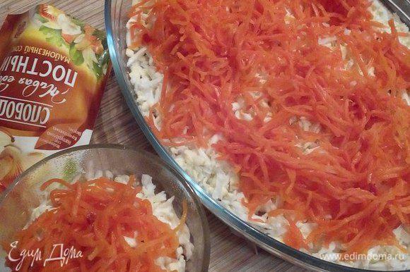 Далее выкладываем корейскую морковь.