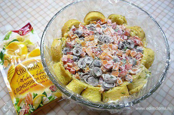 Выкладываем в салатник поверх картофеля.