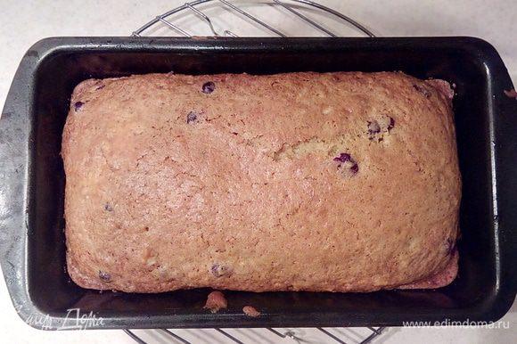 Готовность кекса проверьте спичкой или деревянной шпажкой, проткнув кекс в центре. Если шпажка выходит сухой, значит кекс готов! 10 минут дать остыть кексу прямо в форме.