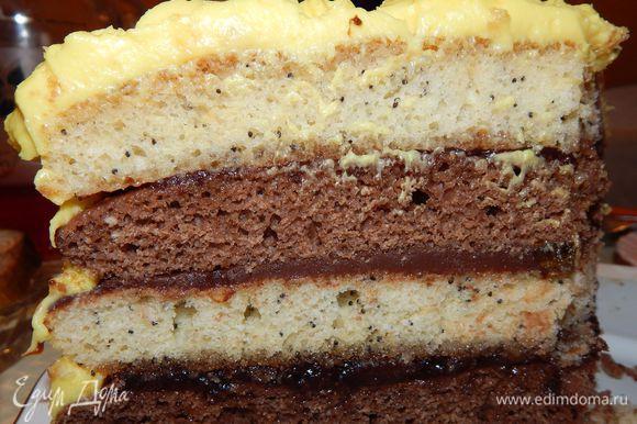 Так выглядит тортик в разрезе. Приятного чаепития!
