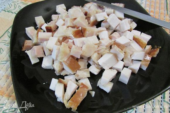 Ветчину (можно бекон, колбасу, у меня остатки копченого гуся) порезать кубиком.