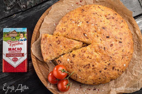 Выпекать пирог в разогретой духовке 20 — 25 минут. Едят рыбный пирог охлажденным! Вкусной Масленицы вам и вашей семье!