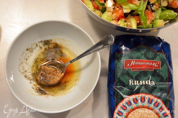 Смешать все ингредиенты для соуса.