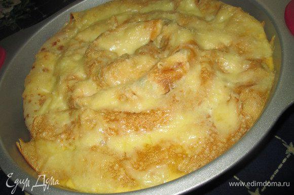 Но можно сделать заливку для пирога, смешав оставшиеся 4 ст. ложки молока с яйцом и тертым сыром.