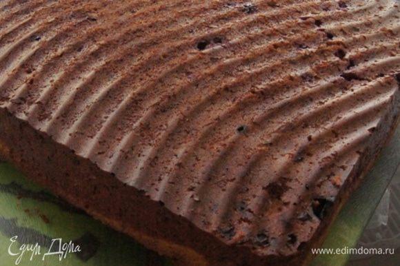 Готовый пирог перевернуть и остудить. Верхний слой немного вздувается при выпечке, но на вкус это не влияет, когда остынет, он опустится.