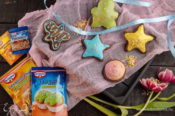 Пока глазурь не остыла, украсьте печенье цветной посыпкой Dr. Oetker «Конфетти» для яркости и хорошего настроения!