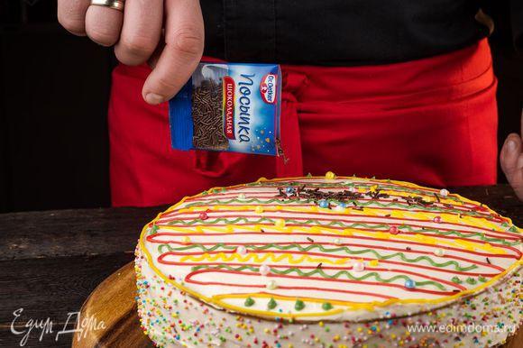 Для декора используйте цветные жемчужины Dr. Oetker, посыпку «Шарики» и шоколадную посыпку Dr. Oetker, помещая их на свободные места хаотично или в соответствии с рисунками.