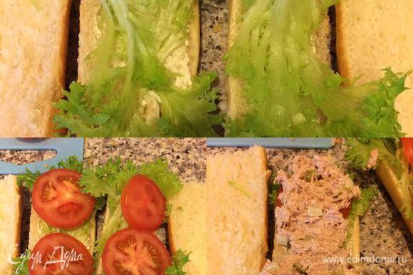Багет нарезать на нужные куски, разрезать пополам, смазать оставшимся майонезом. Затем положить салат, помидор, начинку из тунца и накрыть второй половинкой багета.