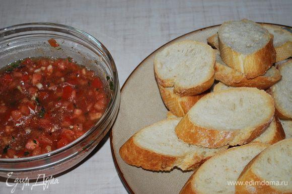 На подсушенный хлеб кладем начинку, брускетта готова. Быстро, просто и очень вкусно.