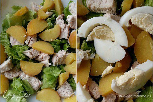 Добавить нарезанный картофель и куриные яйца.