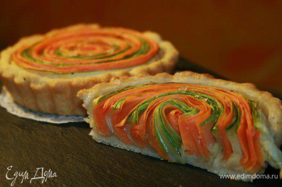 Сбрызнуть растительным маслом и запекать 30 минут на 160°C. Овощи получаются полуготовые «альденте» и приятно хрустят.