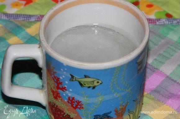 Вот на этом фото хорошо видно, что в чашке даже плавает лед — настолько вода холодная.