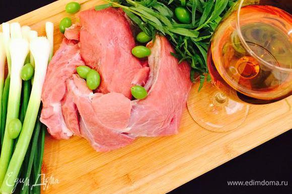 Для этого блюдо нам нужен не соус ткемали, а само молодое ткемали (можно заменить молодой алычой). Вино — Ркацители.