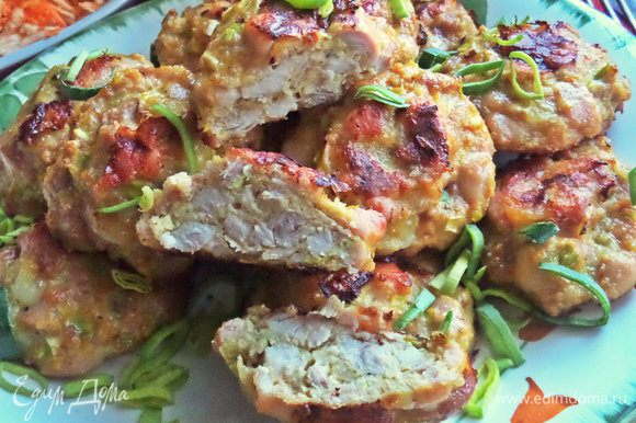 Котлеты и в разрезе, и по вкусу напоминают ветчинно-рубленую колбасу.