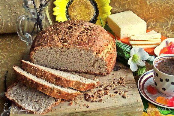 Нарезать толстенькими ломтями, так как хлеб крохкий.
