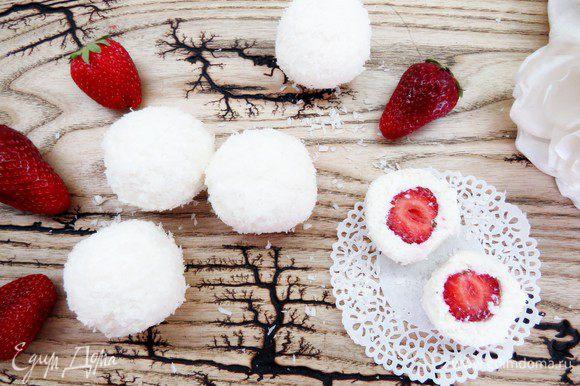 Наши вкусные снежки готовы! Угощайтесь!