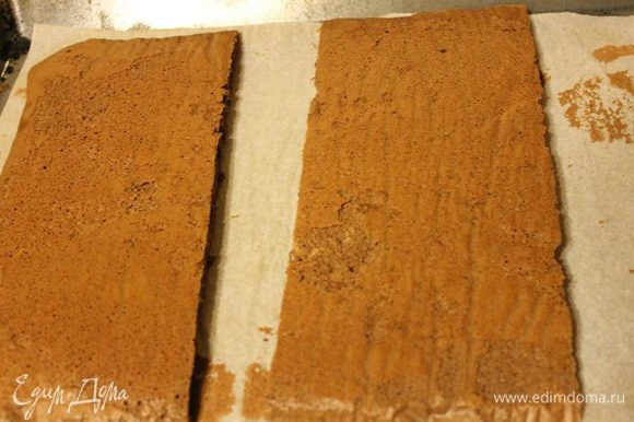 Две остальные части отложить в сторону, накрыть полотенцем и оставить до полного остывания.
