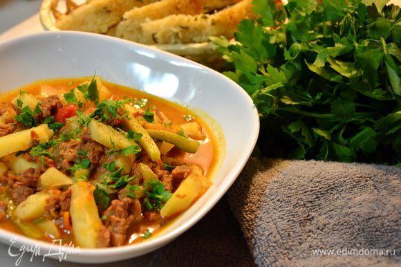 Через 20 с небольшим минут (закладываем время на набор давления) горячий и вкусный ужин готов! Посыпать зеленью и подавать. Приятного вам ужина!