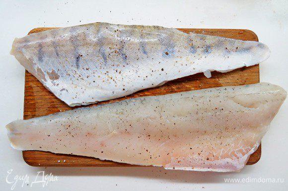 Филе судака натереть солью и перцем.