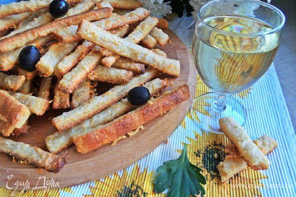 Подаем к охлажденному вину и маслинки тут кстати.
