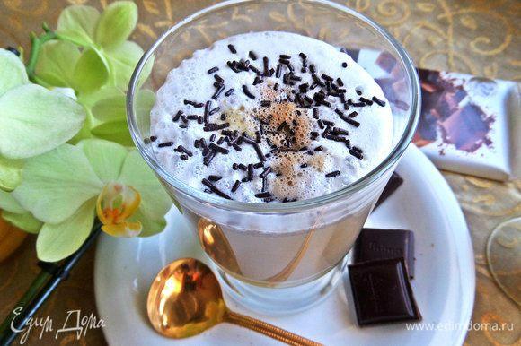 Посыпаем тертым шоколадом.