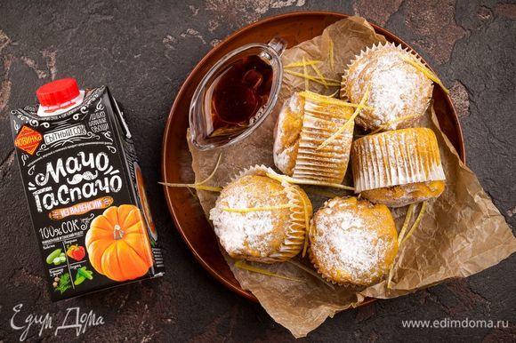 Подавать кексы с кленовым сиропом по желанию. Приятного аппетита!