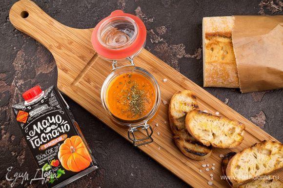 Соус можно подавать на тостах. Приятного аппетита!