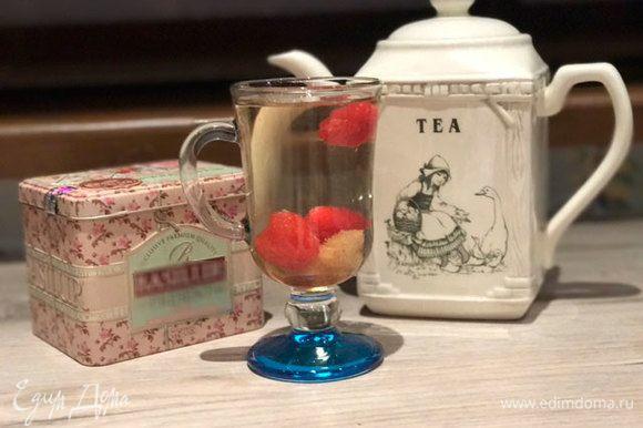 Чай готов! Это очень простой, но в то же время очень вкусный напиток. А если добавите лед, то еще и прохладительный. Экспериментируйте, это вкусно!